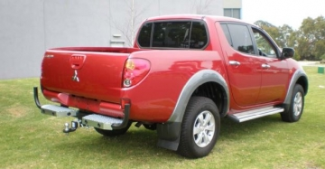 TRITON 2wd and 4wd STYLESIDE UTE TRADESMAN STEP TOWBAR (all models)